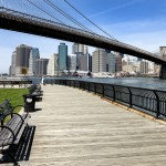 Brooklyn Bridge mit Blick auf Manhattan Financial District